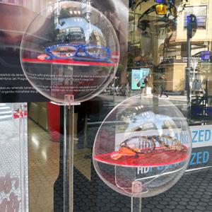 Пластиковая прозрачная полусфера как защитный экран
