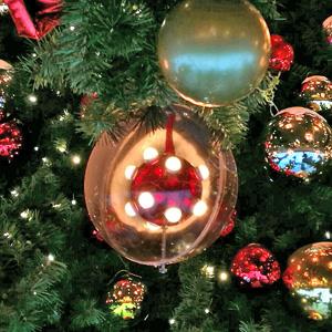 Новогодние прозрачные пластиковые шары для оформления городских ёлок